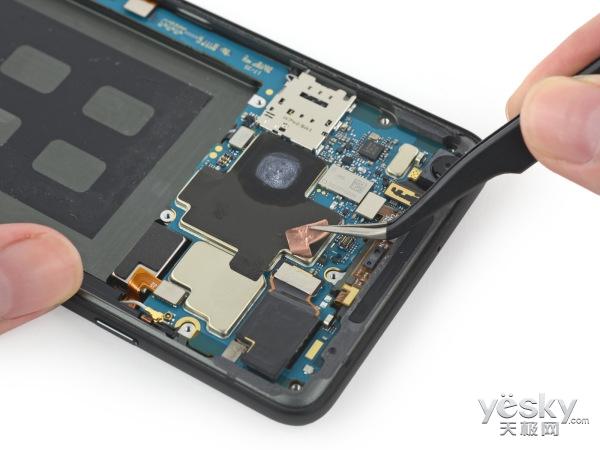 Pixel 2 XL拆解:谷歌首款移动芯片在这里