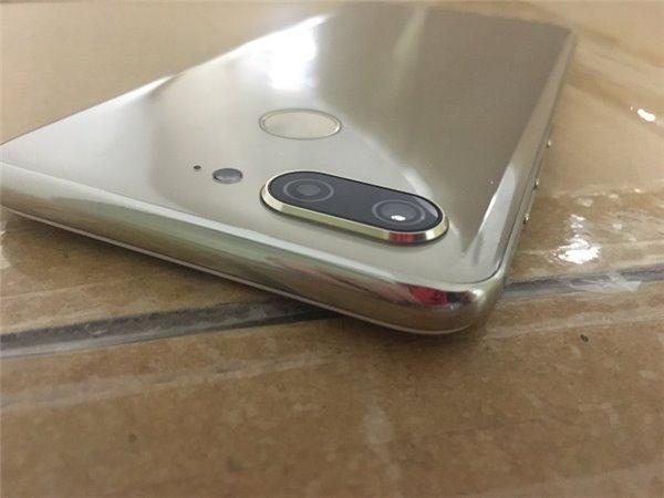 金立S11真机照曝光:全面屏+背面3D玻璃曲面