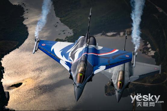 索尼G大师镜头玩转比利时航空摄影
