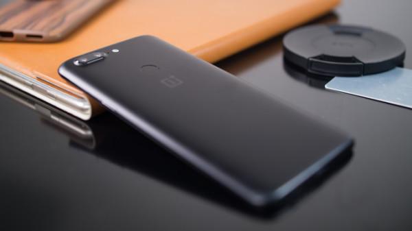 外媒这样评价一加5T:手机是好手机 就是拍照差了些火候