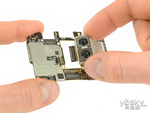 华为Mate 10 Pro拆解:修复更换手机显示屏是难点!