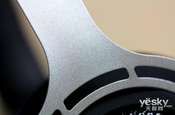 点缀在金属铁网上的冰蓝之光 雷柏VH150背光游戏耳机体验评测
