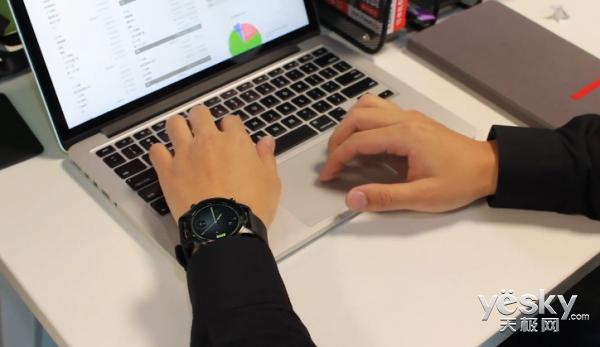 316L不锈钢材质锻造 腾讯Pacewear HC周年限量版智能手表再发大招