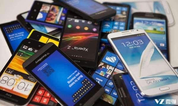 今年没买手机的人偷着笑吧 明年发布的这3款手机才是身怀绝技