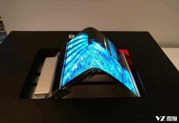 三星可卷曲柔性屏幕即将来临 它让所有全面屏手机抬不起头