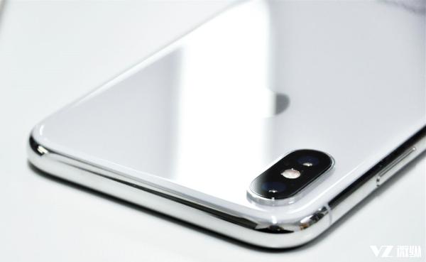 2018年将会出现更多的刘海式全面屏手机?网友:以后都不可能了