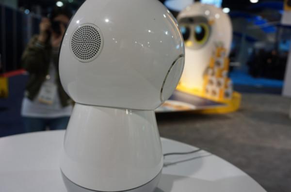 CES2018:Luka绘本阅读机器人