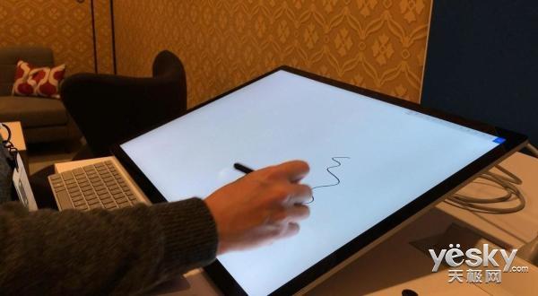 微软Surface Studio闪耀CES 2018:一体机它最带感