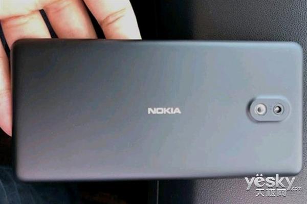 诺基亚1真机谍照曝光:塑料机身、单摄像头设计