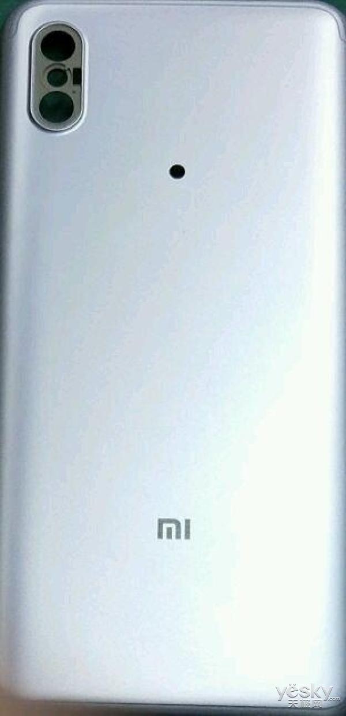 疑为小米6X手机后盖曝光:浓浓的iPhone X画风
