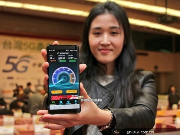 疑似HTC提前展示新旗舰HTC U12 全面屏+骁龙845