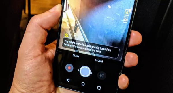 强化AI体验就算新机?LG V30升级版机型V30S亮相MWC2018