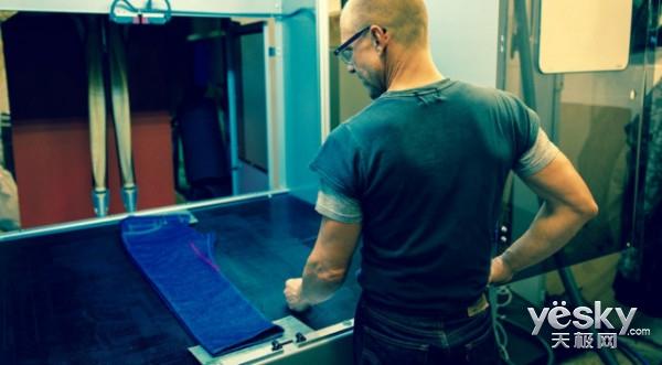 用科技保护环境:李维斯用激光制作牛仔裤 3步就收工