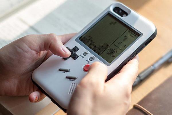 这款保护壳可让iPhone秒变Game Boy掌机
