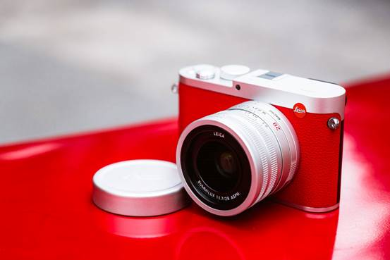 说明: Leica-Q-Red-Silver-special-edition3