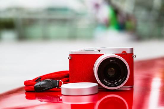 说明: Leica-Q-Red-Silver-special-edition2