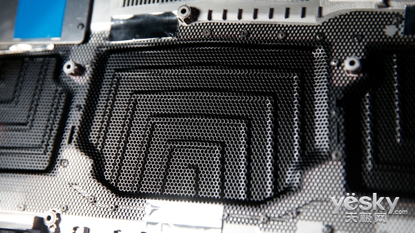 搭配RGB机械键盘的全面屏游戏本 机械师F117-Break深度评测