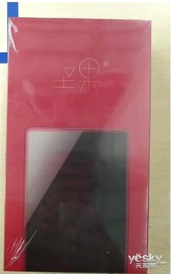 锤子坚果3包装盒现身网络:果真无刘海 前置摄像头去哪儿了?