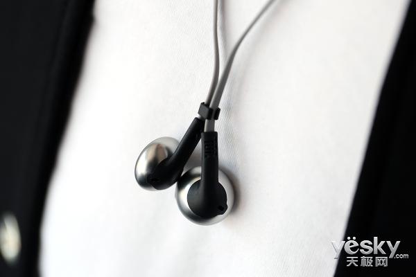 JBL TUNE 205BT半开放式蓝牙耳机了解一下