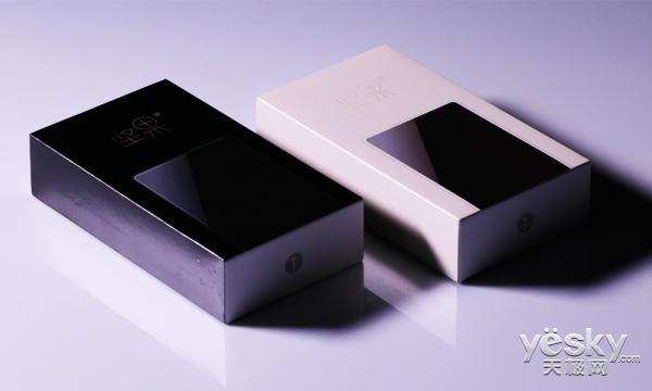 坚果3两种版本开箱上手:锤子首款三面无边框手机 老罗诚不欺我!