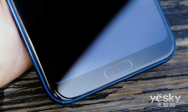 每台都是独一无二的渐变色 荣耀10手机上手评测