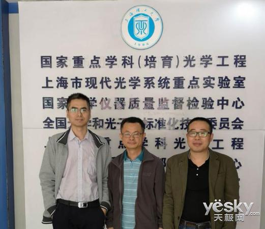 珑�Z光电联手上海理工大学研发新型AR光学方案