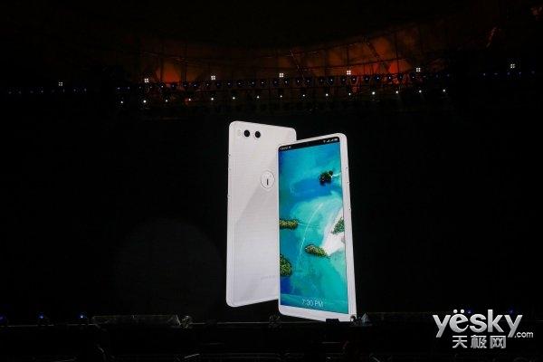 新面孔新LOGO 全世界最好看的白色手机Smartisan R1来了