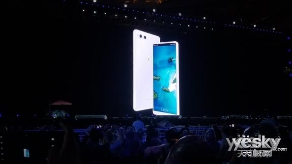 锤子T系列成为绝唱?罗永浩:今后旗下所有手机均采用坚果品牌