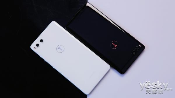 坚果R1纯白色版与碳黑色版图赏 罗永浩:哎呀,美!