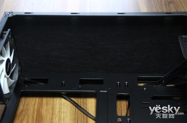 先马黑洞5魔镜版机箱评测