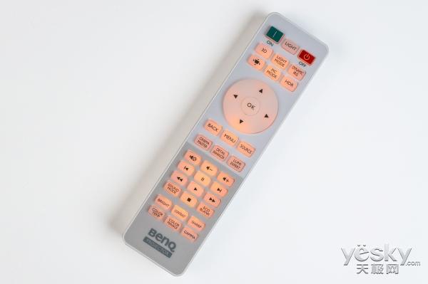 万元内最亮4K家用投影机 明基TK800评测