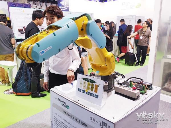 智能物联网解决方案,让机械臂感知到有人靠近