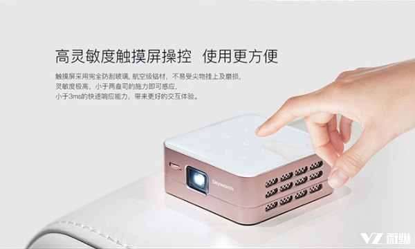 可投120寸大屏 创维推出能给手机充电的小派智能投影P1