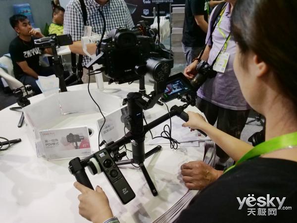 P&I2018:普通人也能拍出专业水准 智云手持稳定器助你一臂之力