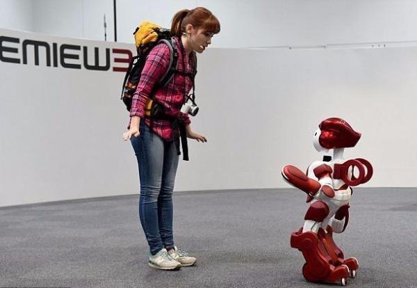 """机场惊现AI""""领路人"""",终端智能已成未来趋势"""