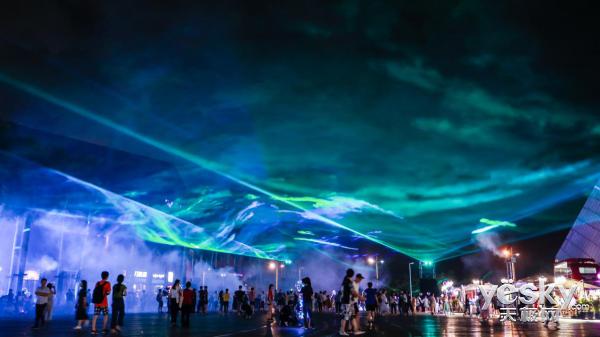 琉璃之色极光之夜 OPPO携R17在深圳上演浪漫极光秀