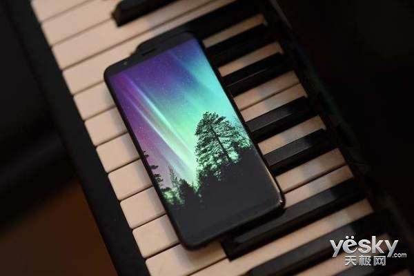 360手机发布新机预热海报,搭载骁龙710颜值出众