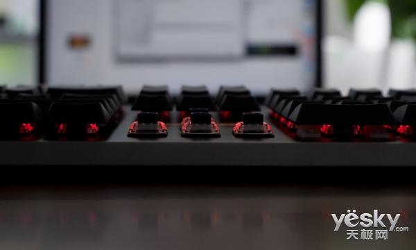 法米尖锋血弹键盘开箱评测:源于网吧却高于网吧