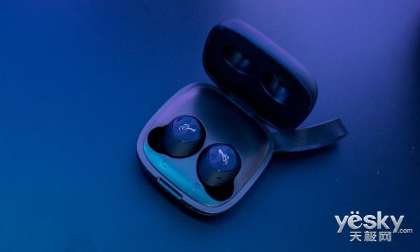 惠威旗下首款无线降噪耳机发布 支持无线充电功能