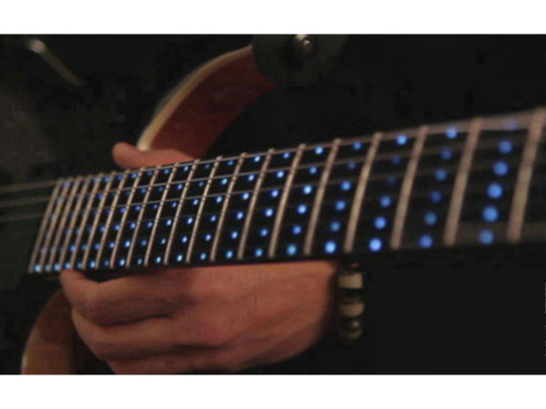 智选师教你选圣诞礼物 吉他发光撩妹不慌