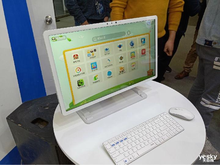 营造最佳直播互动课堂 新视家发布智能家教一体机R1