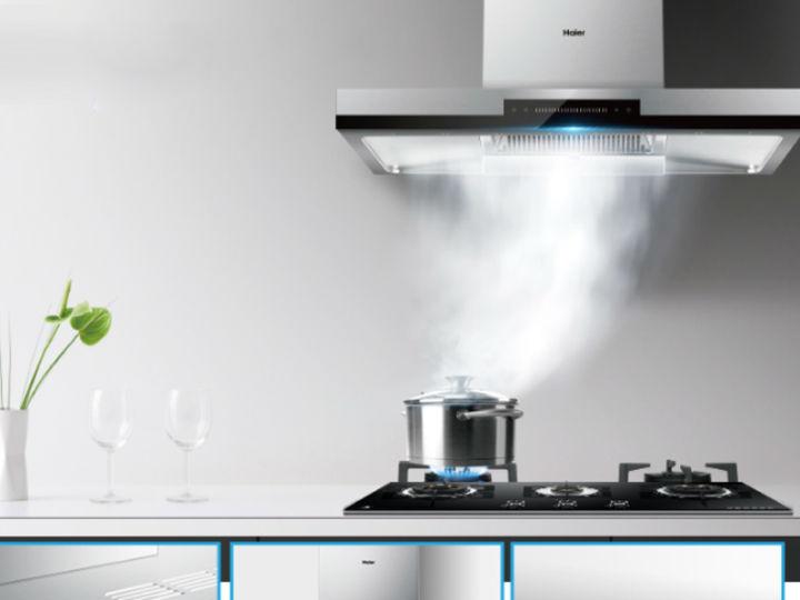 AWE2019|海尔风幕8°油烟机还原洁净厨房