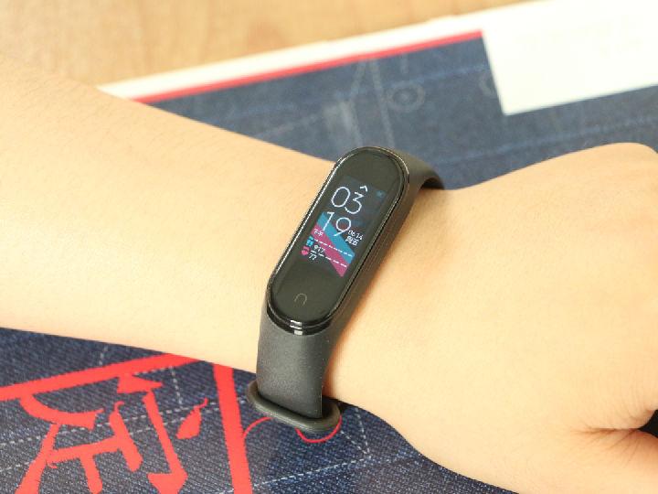 小米手�h4 NFC版:小�弁��W���萑腭v,支付���叽a等功能更��用