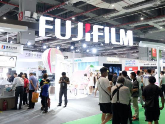 富士胶片亮相2019 P&I上海国际摄影器材和数码影像展