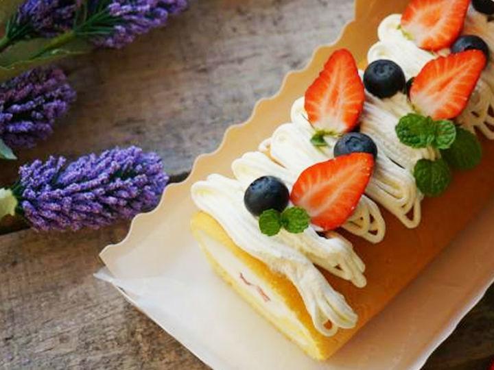 �O客美食:松�香甜―�蒸箱草莓戚�L蛋糕卷