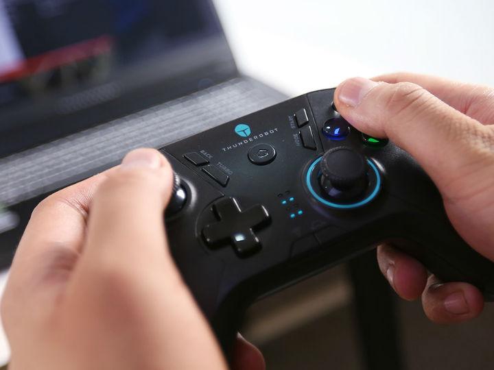 《游戏·机》:雷神战斧游戏手柄TC-G50体验