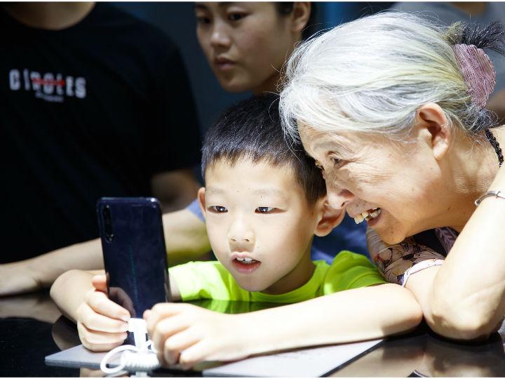 vivo首款商用5G手机iQOO Pro现身重庆智博会,推进5G进程加速