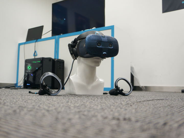 HTC Vive Cosmos体验:穿梭于虚拟和现实之间