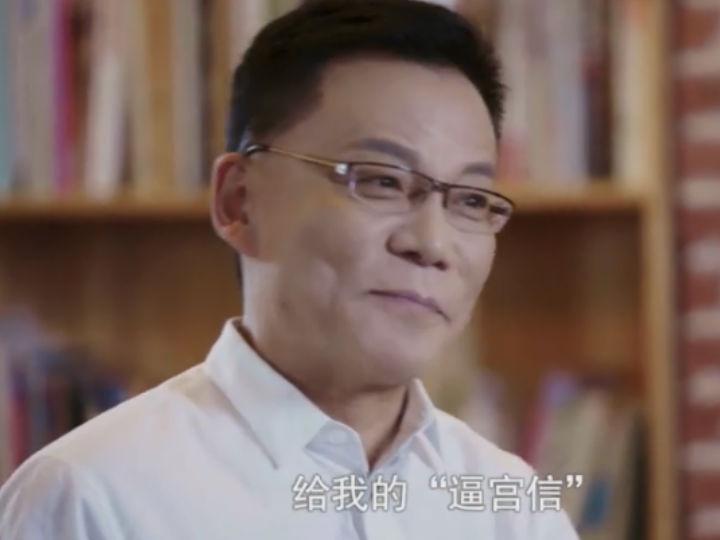 李国庆采访中怒摔水杯:俞渝用阴谋诡计把我赶出了当当