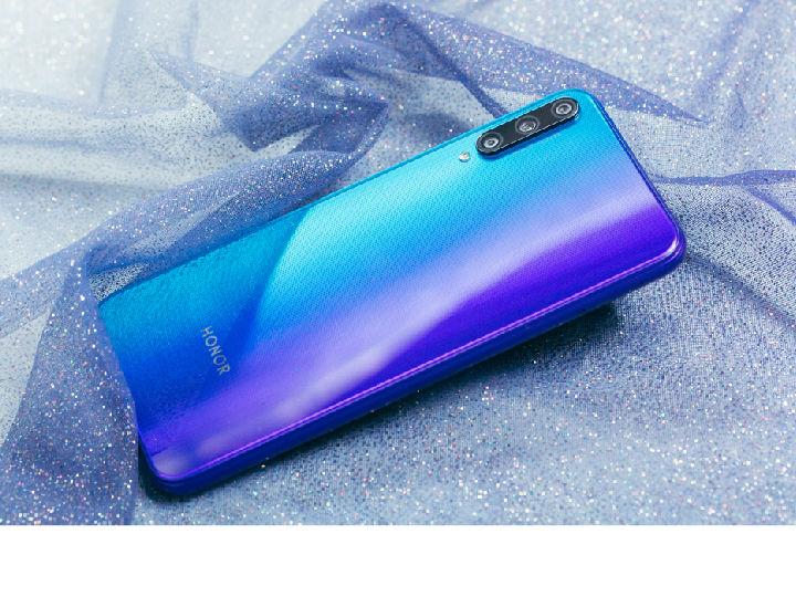 荣耀Play3极光蓝线上线下全平台热销,售价仅999元起